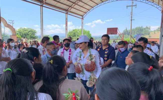 Firma Liliana Luna compromisos de gobierno para las comunidades de Huauchinango